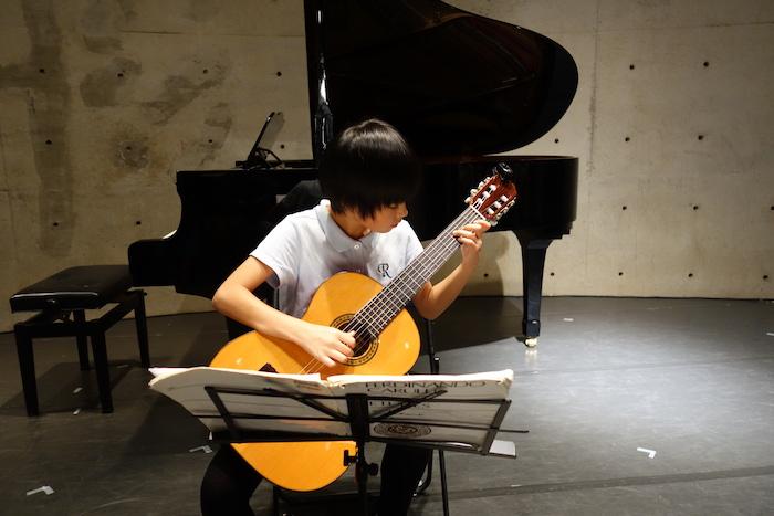 子ども,ギター,習い事