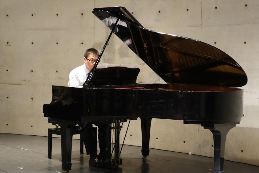 20~50代の男性生徒さんも多いピアノ教室です!